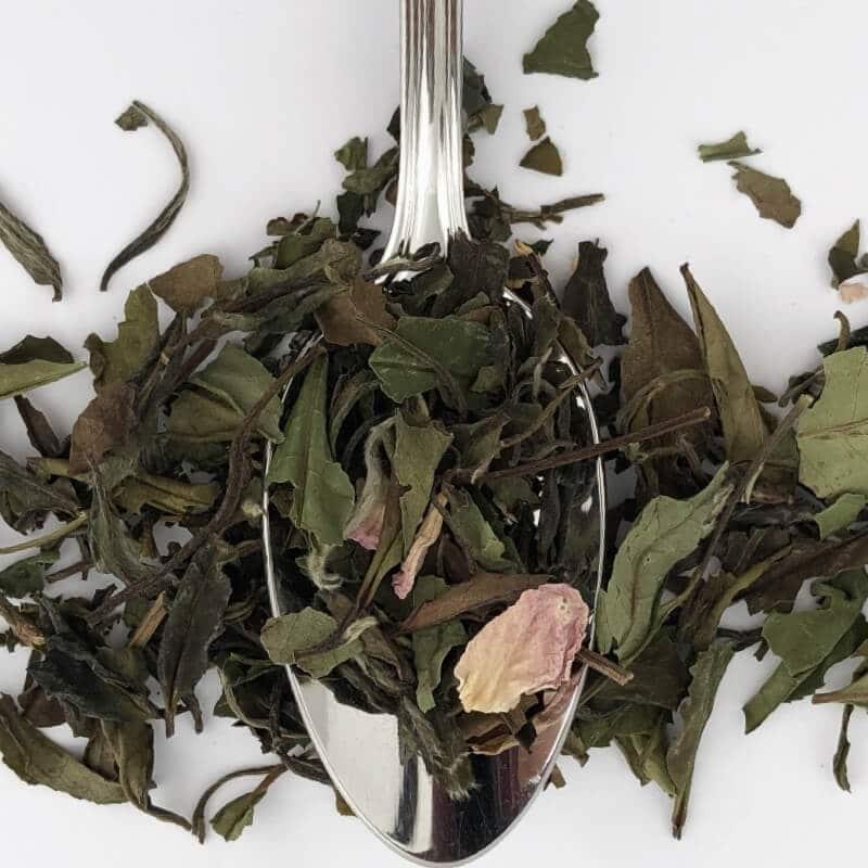 Feuilles de thé blanc bio à la rose